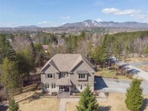 23699053 - Maison à étages à vendre