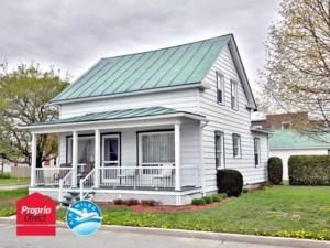 23241074 - Maison à étages à vendre