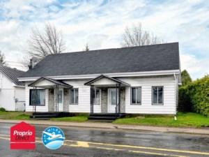 20711610 - Maison à étages à vendre