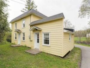 23655339 - Maison à étages à vendre