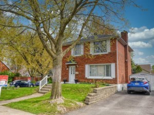 28578031 - Maison à étages à vendre