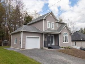 25750447 - Maison à étages à vendre
