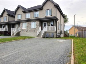 25343087 - Maison à étages à vendre