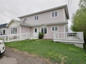 21661225 - Maison à étages à vendre