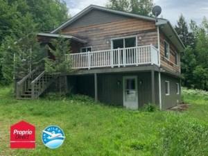 27663588 - Maison à étages à vendre