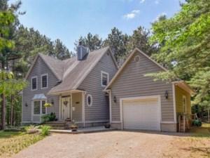 20504128 - Maison à étages à vendre
