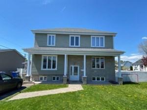 20611924 - Maison à étages à vendre