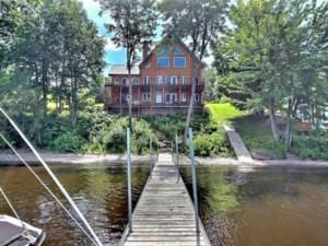 17750923 - Maison à étages à vendre