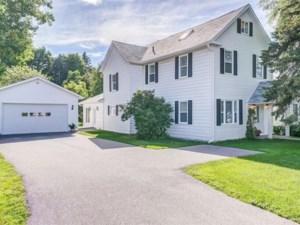10494002 - Maison à étages à vendre