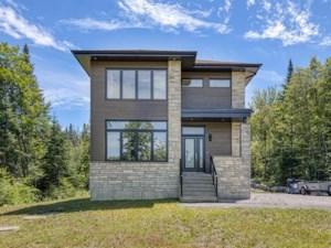 16354519 - Maison à étages à vendre