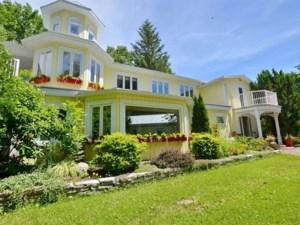 25688923 - Maison à étages à vendre