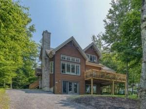 26209288 - Maison à étages à vendre