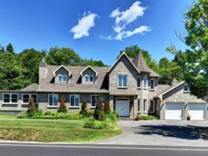 23870404 - Maison à étages à vendre