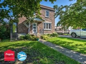 17008099 - Maison à étages à vendre
