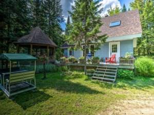 28430550 - Maison à étages à vendre