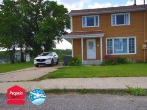 22463603 - Maison à étages à vendre