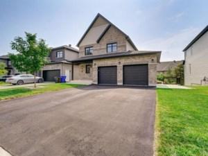 23323690 - Maison à étages à vendre