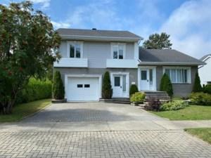 27411286 - Maison à étages à vendre