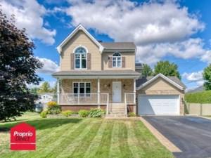 22092411 - Maison à étages à vendre