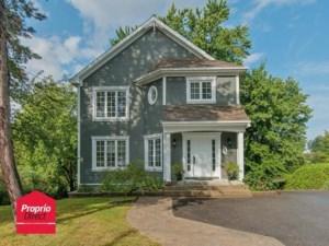 19610209 - Maison à étages à vendre