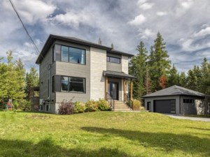 22037717 - Maison à étages à vendre