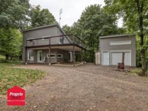 10107015 - Maison à étages à vendre