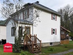 23849159 - Maison à étages à vendre