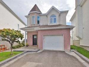28815989 - Maison à étages à vendre
