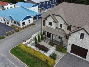 23280681 - Maison à étages à vendre