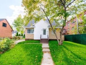 24387981 - Maison à étages à vendre