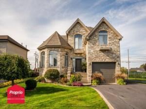 24223038 - Maison à étages à vendre