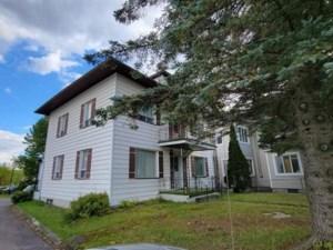 19250037 - Maison à étages à vendre