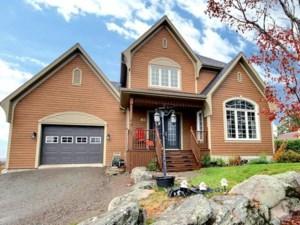 21827765 - Maison à étages à vendre