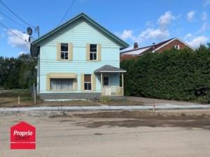16180514 - Maison à étages à vendre