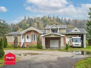 22400218 - Maison à étages à vendre