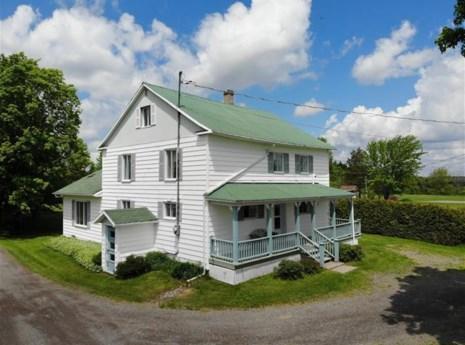 18712240 - Maison à étages à vendre