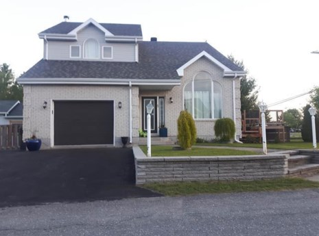 12808329 - Maison à étages à vendre